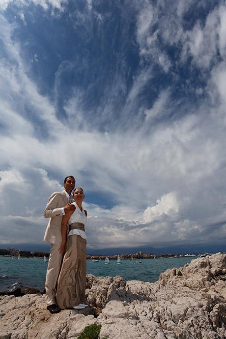 Photographe a Antibes - Cap d'Antibes. Le couple au bord de la mer.